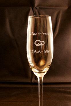 Champagneglas met namen en datum
