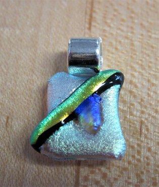 Hanger dichroic groen,goud en blauw glas