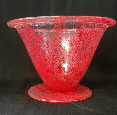 Vaas transparant met rode stippen