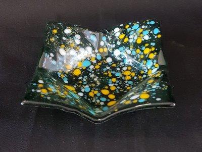 Schaal groen transparant met geel,blauw en wit